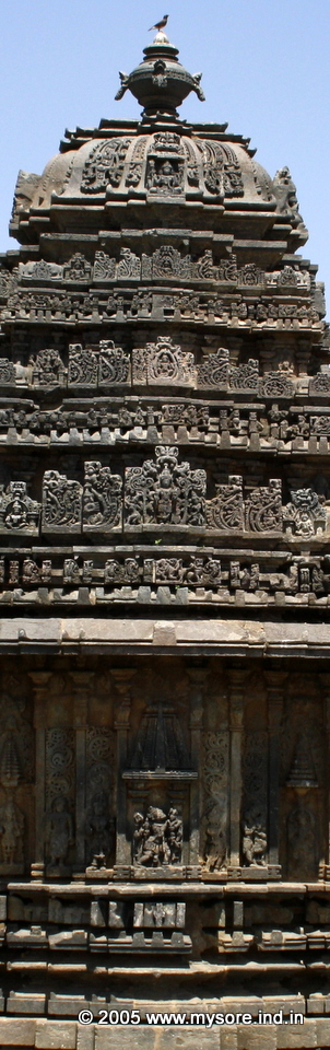 A great example of the Hoysala architecture.