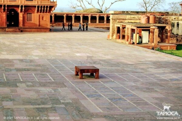Pachisi Court .Seen in the far ground is the Diwan-i-Khas. On the right is the Diwani-i-Am.