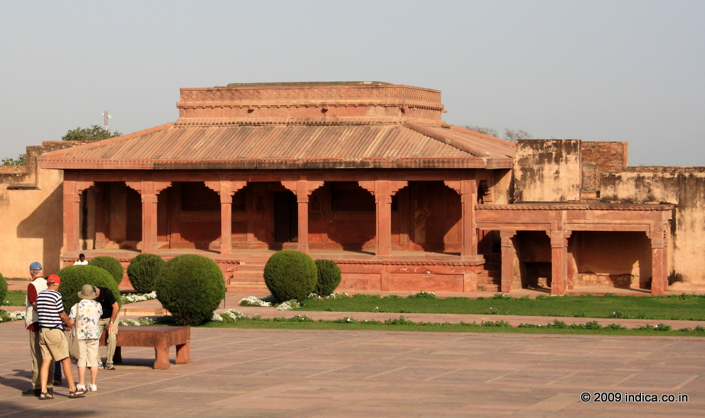 Fatehpur sikri nearby places travel tips diwan i am for Diwan i aam images