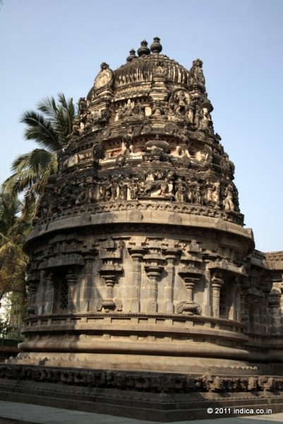 The tower above the garbha griha (Sanctum) is made of bricks and decorated with terracotta stucco images