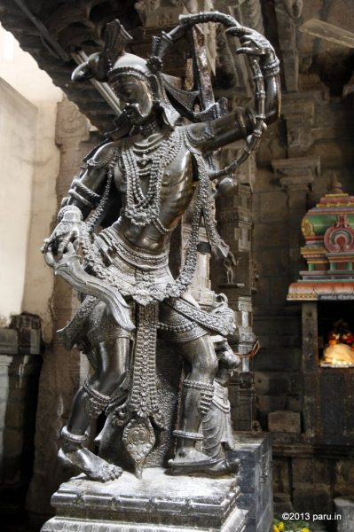 The massive images located at the court of the Nellaiappar temple in Tirunelveli.