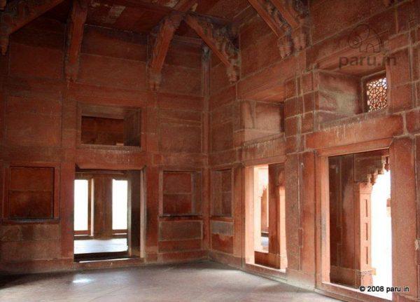 Ankh Michouli at Fatehpur Sikri